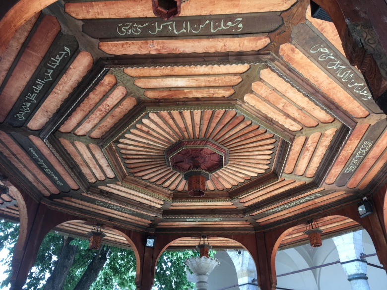 5 - Gazi Hüsrev Bey Camisi Şadırvanı
