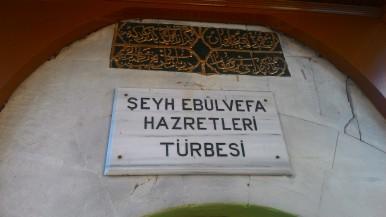 Türbe Girişi ve Farsça Kitabe
